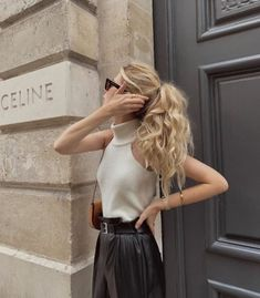 Uploaded by Nadia. Find images and videos about black and white, outfit and sunglasses on We Heart It - the app to get lost in what you love. Classy Outfits, Cool Outfits, Casual Outfits, Look Fashion, Fashion Outfits, Womens Fashion, Fashion Trends, Celine, Classy Aesthetic
