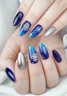 Christmas Nail Art Designs To Look Trendy This Season - Idei unghii Christmas Nails 2019, Xmas Nails, Holiday Nails, Christmas Manicure, Simple Nail Art Designs, Nail Designs Spring, Acrylic Nails Almond Shape, Spring Nail Colors, Spring Nails