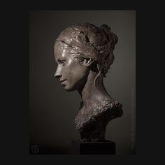 Sophie - finalist Art Renewal Center International Salon - Sculpture Category . #artrenewalcenter #12tharcsalon #sculpture #portrait #portraitsculpture #bronze #jeandavidsolon @sophieingrand