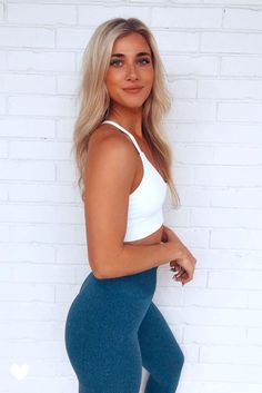 Urban Seamless Leggings - Ocean BlueSleek beautiful seamless fitted construction with a flattering ribbed band. Designed with lightweight breathable fabric and four way stretch material for flexibility. Cute Gym Outfits, Workout Outfits, Sporty Outfits, Love Fitness Apparel, Sweats Outfit, Athleisure Outfits, Seamless Leggings, Dance Studio, Workout Ideas