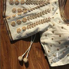 No photo description available. Hand Work Blouse Design, Simple Blouse Designs, Stylish Blouse Design, Fancy Blouse Designs, Bridal Blouse Designs, Blouse Neck Designs, Blouse Patterns, Lehenga, Sarees