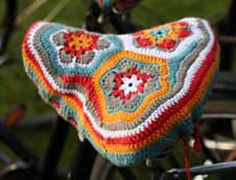 Sattelbezug by Landlust Design Team - free crochet pattern for bike seat cover