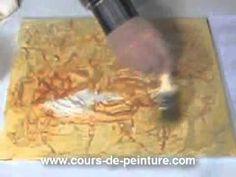 Dans ce cours de peinture en vidéo, vous apprendrez à créer un tableau à l'aide de collages et de peinture acrylique. Cette technique mixte va vous permettre...