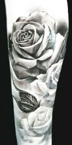 Black n white roses