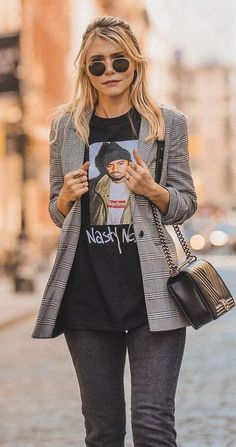 casual style perfection / blazer + printed t-shirt + bag + jeans