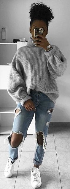 #spring #outfits woman wearing of gray sweater. Pic by @marlopvris