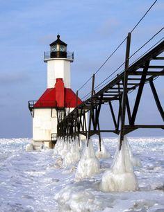 St. Joseph North Pier Lights Lighthouse, Michigan at Lighthousefriends.com