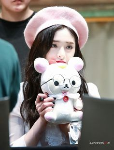 PRISTIN Kyulkyung 洁琼 South Korean Girls, Korean Girl Groups, Ioi Pinky, Drawing Expressions, Chinese Actress, Girl Pictures, Kpop Girls, Art Girl, Idol