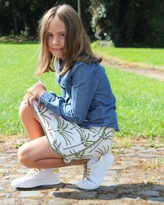 Creatie van #metoezie : Een tiener-rokje voor een 8 jarige met tiener-allures  Nu op de blog! #metoezie #monarokje #emmaenmona #stoereoutfit #tienerrokje #sewersofinstagram #girlsfashion #girlsfashion #sewingforgirls #sewing #seeyouatsix Southern Prep, Fabrics, Blog, Inspiration, Ideas, Style, Fashion, Sewing Ideas, Tejidos