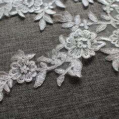 1 pair Bridal Lace Applique Flower Trim Appliques in Off White