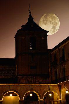 Moon Avila, Spain