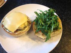 Nu denk je bij kipburgers misschien al snel aan de broodjes gefrituurde kip van de MickyD's, KFC of Burger King. Of je ziet een gegrild kipfiletje tussen twee broodjes. Maar dit is niet zo'n kipbur...