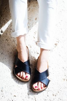 White jeans and black slides - On High Heels