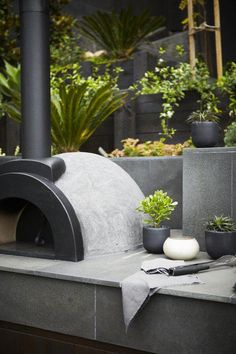 black and white garden styling Landscapers, Landscape Design Company Diy Pizza Oven, Pizza Oven Outdoor, Modern Outdoor Pizza Ovens, Outdoor Kitchen Bars, Outdoor Kitchen Design, Backyard Patio, Backyard Landscaping, Pergola, Gazebo