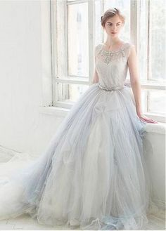 Graceful Tulle Scoop Neckline Ball Gown Wedding Dresses With Beadings