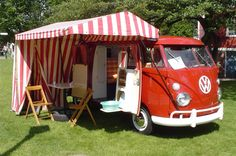 Amazing Camper Van With Awning Ideas 29 Vw Camper Bus, Vw Bus T1, Camper Caravan, Mini Camper, Wolkswagen Van, Van Vw, Location Camping Car, Vw Camping, Transporteur Volkswagen