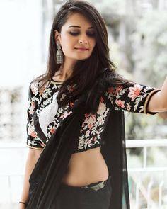 Black Saree Blouse, Sexy Blouse, Sarees For Girls, Outfit Zusammenstellen, Saree Trends, Stylish Sarees, Saree Models, Elegant Saree, Saree Look