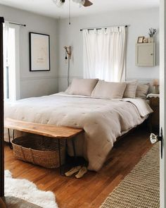 Made by artisans all over the world – from Portuguese craftspeople to multi-generational mattress-makers in the USA – Parachute creates high-quality bedding from materials like percale cotton, brushed linen, and sateen.