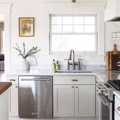 9 Loving Clever Tips: Split Level Kitchen Remodel Stones country kitchen remodel farmhouse style.Old Kitchen Remodel small split level kitchen remodel. Long Kitchen, Ikea Kitchen, Kitchen Cabinets, Kitchen Ideas, Brass Kitchen, Kitchen Decor, Kitchen Counters, Kitchen Inspiration, 1970s Kitchen