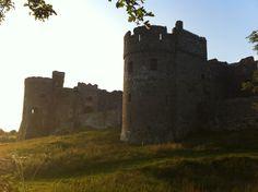 Carew castle, Pembrokeshire Castle House, Beautiful Places To Visit, Wales, Monument Valley, Britain, Cottage, Houses, Beach, Travel