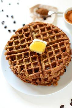 Pumpkin Spice Latte Waffles! #vegan | minimalistbaker.com