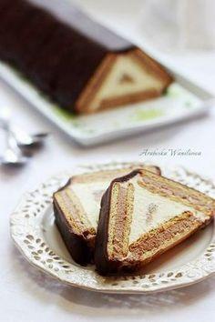 """""""Baba Yaga's Hut"""" Cake"""