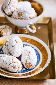 Ricciarelli , a tökéletes süti kávé mellé | Street Kitchen Chocolates, Hungarian Recipes, Hungarian Food, Cake Cookies, Fudge, Sweet Recipes, Paleo, Food And Drink, Dessert Recipes