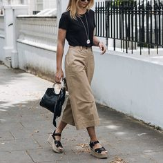 2018 Business Outfit Damen Kleidung Büromode - 2020 Fashions Woman's and Man's Trends 2020 Jewelry trends Mode Outfits, Casual Outfits, Fashion Outfits, Womens Fashion, Casual Clothes, Dress Casual, Wide Leg Trousers Outfit Casual, Black Culottes Outfit Summer, Cullotes Outfit Casual