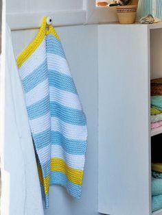 Gæsterne skal da have hjemmestrikkede gæstehåndklæder med forskudte striber. Crochet Home, Knit Or Crochet, Crotchet, Crochet Potholders, Guest Towels, Washing Clothes, Cashmere, Projects To Try, Diy
