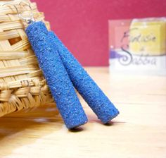 Blue dangle earrings. Wooden pipes and sand by Fantasiedisabbia, €10.50