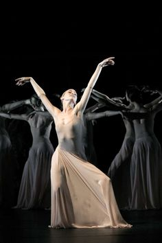 Orpheus and Eurídice, Pina Bausch. Contemporary Dance, Modern Dance, Burlesque, Pina Bausch, Dance Magazine, Dance Dreams, Dance Project, Alien Worlds, Dance Pictures