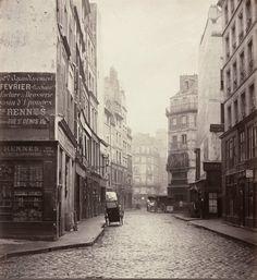 La rue de l'Aiguillerie vue de la rue Sainte-Opportune (rue réunie à la rue des Lombards en 1877) - Charles Marville vers 1865 - Paris 1er
