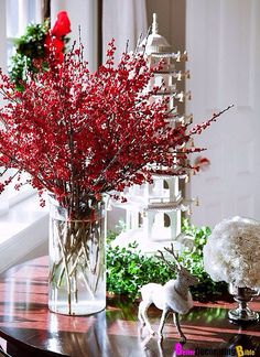 Creating Excellent And Simple Christmas Table Decorations : Delectable Simple Christmas Round Table Decorations Ideas With Lovable Diy Christmas Flower Vase Christmas In Boston, French Christmas Decor, Christmas Decorations For The Home, Simple Christmas, All Things Christmas, Christmas Home, Christmas Holidays, Christmas Crafts, Holiday Decor