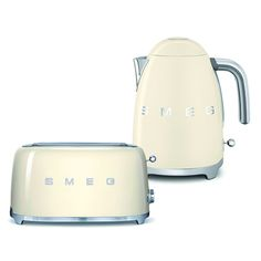 A Smeg Retro Style 4 Slice Toaster and Kettle set make a stylish addition to any kitchen including Free Delivery in the UK. Small Kitchen Appliances, Kitchen Items, Kitchen Utensils, New Kitchen, Kettle And Toaster Set, Butler Pantry, Office Accessories, Wedding Favors