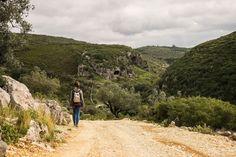 Caminhada por terras de Sicó - Viagens à Solta Trekking, Country Roads, Mountains, Nature, Travel, Rocky Mountains, Walking, Sidewalk, Places