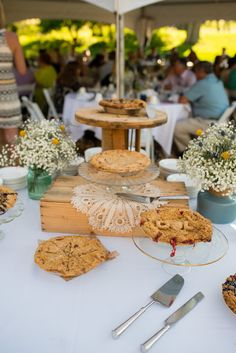 Wedding pie by Grand Traverse Pie Company for Desiree + Levi. Photography by Oden + Janelle PhotographersWedding pie for Desiree + Levi. Photography by Oden + Janelle Photographers Wedding Pies, Pie Company, Photographers, Table Decorations, Home Decor, Cake Wedding, Decoration Home, Room Decor