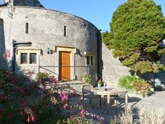 The spectacular The Round House (Ref. 904812) was built below King Richard's castle & offers truly unique accommodation