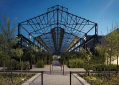Jardin des Fonderies, Restauration des Halles des Fonderies et création d'un jardin couvert