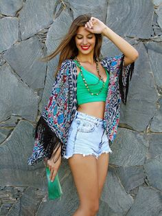 Top crop: Pull & Bear / Shorts: Pull & Bear / Kimono: Bershka (here) / Shoes: Carolina Boix / Necklace: Bijou Brigitte These are just pe. Cool Summer Outfits, Summer Wear, Cute Outfits, Summer Dresses, Little Fashion, Hippie Chic, Girls Night Out, What To Wear, Style Me