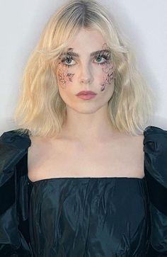 Winter Makeup, Summer Makeup, Makeup Trends, Makeup Inspo, Makeup Ideas, Makeup Tips, Fall Makeup Tutorial, Cool Makeup Looks, Lucy Boynton