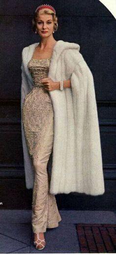 Vintage Bridal, Vintage Glamour, Vintage Girls, Vintage Outfits, Vintage Fashion, Retro Fashion, Winter Wedding Fur, Winter Bride, Fall Wedding