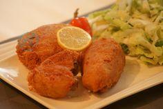 Hendl im Kartoffelpuffer :) Chicken, Meat, Food, Potato Latkes, Chef Recipes, Cooking, Essen, Meals, Yemek