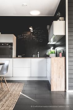 black chalkboard wall hits of 'warm' natural wood & natural sisal with white lowers echoed in the chairs Kitchen Interior, White Wood Kitchens, White Kitchen Appliances, Kitchen Dining Room, Black Walls, Home Kitchens, Kitchen Inspiration Modern, Black Walls Kitchen, Kitchen Design