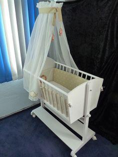 Detaillierte Bauanleitung mit genauen Maßangaben, Material-Liste und Zeichnungen zum Bauen einer schicken Babywiege, die sowohl schaukeln, als auch rollen kann. Wird als PDF-Datei per Email...