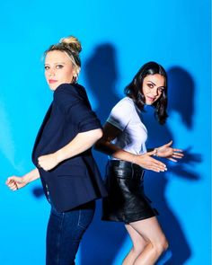 """Mila Kunis and Kate McKinnon """"The Spy Who Dumped Me"""" costars The New York Times / August 2018 ( photo credit: Krista Schlueter ) shared to groups Kate Mckinnon, Mila Kunis, I Give Up, Photo Credit, Photoshoot, Snl, Women, Archive, Icons"""