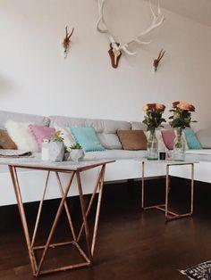 Schöne Wohnecke Für Den Esstisch Mit Heller Wand Und Wundervollem  Dielenboden. Tulpen Und DIY Lampe Sorgen Hier Für Ein Außergewöhnlich  Gemütlichesu2026