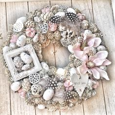 Pale Floral and Easter Egg Wreath Christmas Advent Wreath, Xmas Wreaths, Handmade Christmas Decorations, Easter Wreaths, Diy Spring Wreath, Diy Wreath, Fabric Wreath, Easter Crafts, Flower Designs