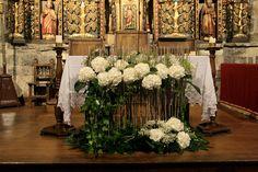 preciosa decoracion moderna para el altar http://ideasparatuboda.wix.com/planeatuboda
