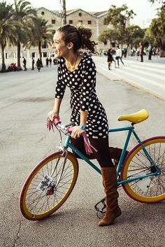 Colorful bike by Barcelona Cycle Chic. Bicycles Love Girls. http://bicycleslovegirls.tumblr.com/