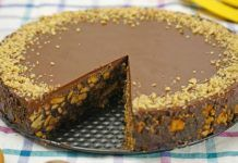 Tort de biscuiti cu ciocolată Something Sweet, Cheesecakes, Healthy Tips, Tiramisu, Biscuit, Sweet Tooth, Food And Drink, Pie, Pudding